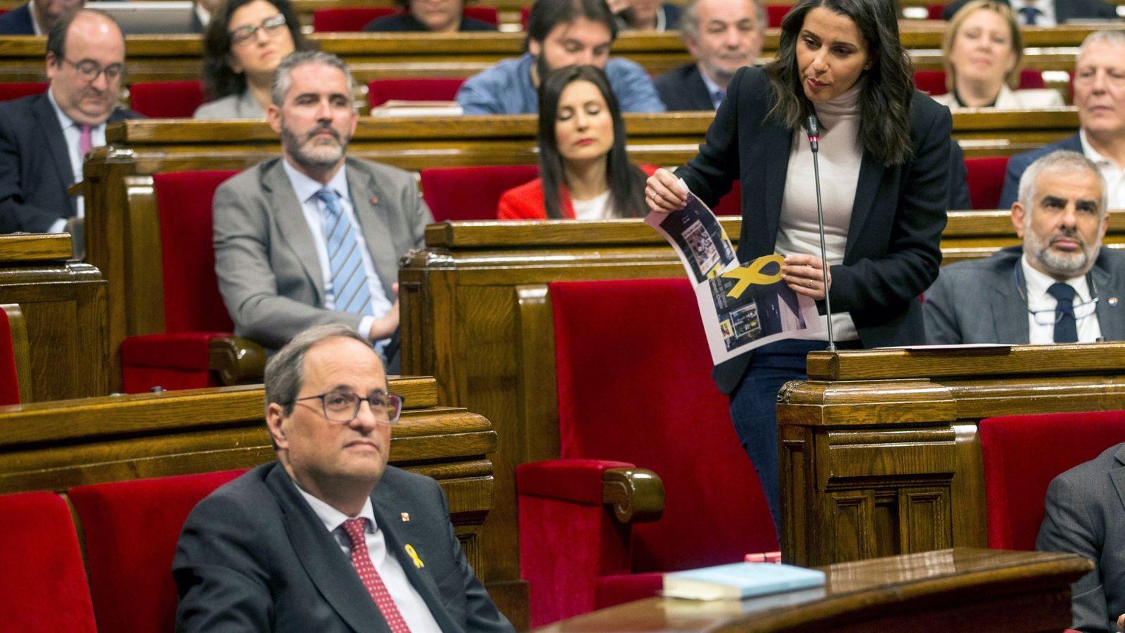 Foto: La líder de Ciudadanos, Inés Arrimadas, interpela al presidente de la Generalitat, Quim Torra, durante la sesión de control al Govern. (EFE)