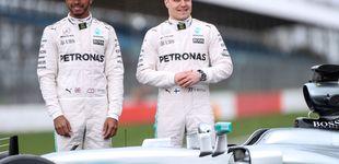 Post de Cómo a  Lewis Hamilton le hicieron un guante a medida con Valtteri Bottas