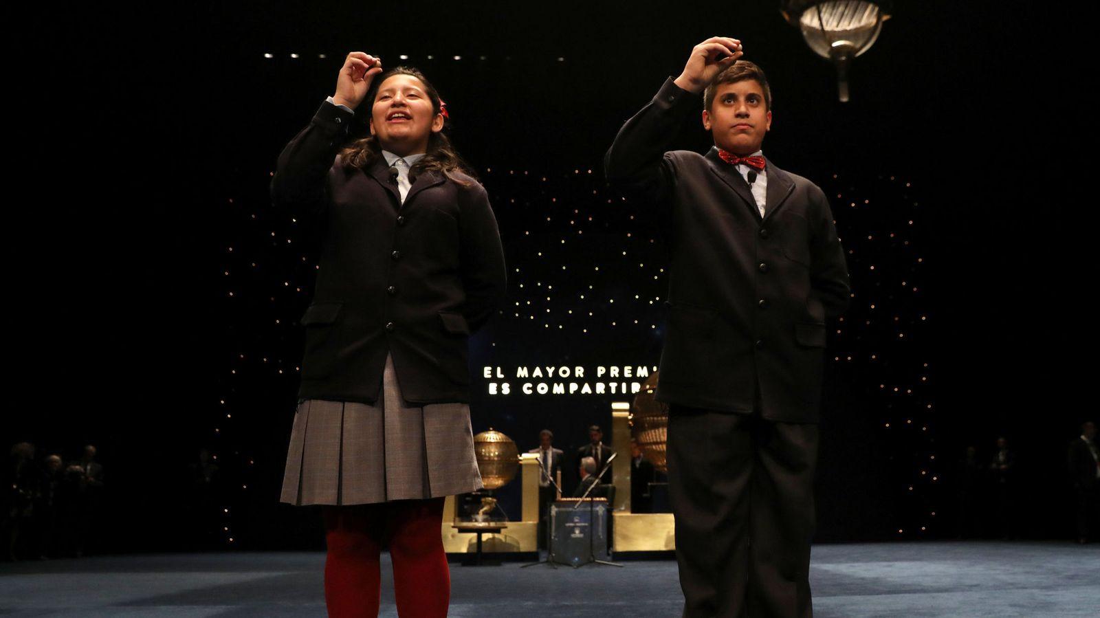 Foto: Los niños que han candado el Gordo del sorteo. (Reuters)