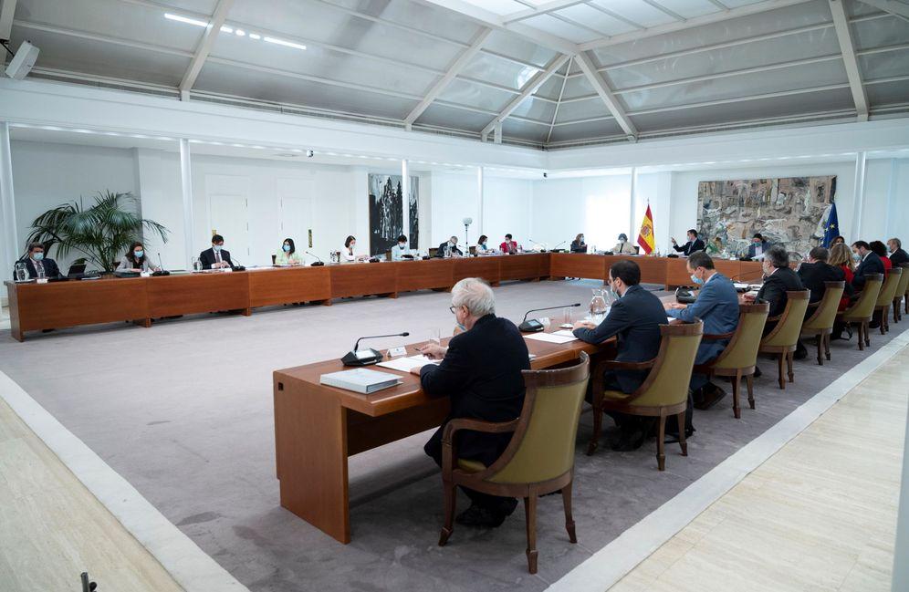 Foto: Pedro Sánchez preside el primer Consejo de Ministros presencial desde la declaración de alarma, este 9 de junio en la Moncloa. (Borja Puig | EFE)