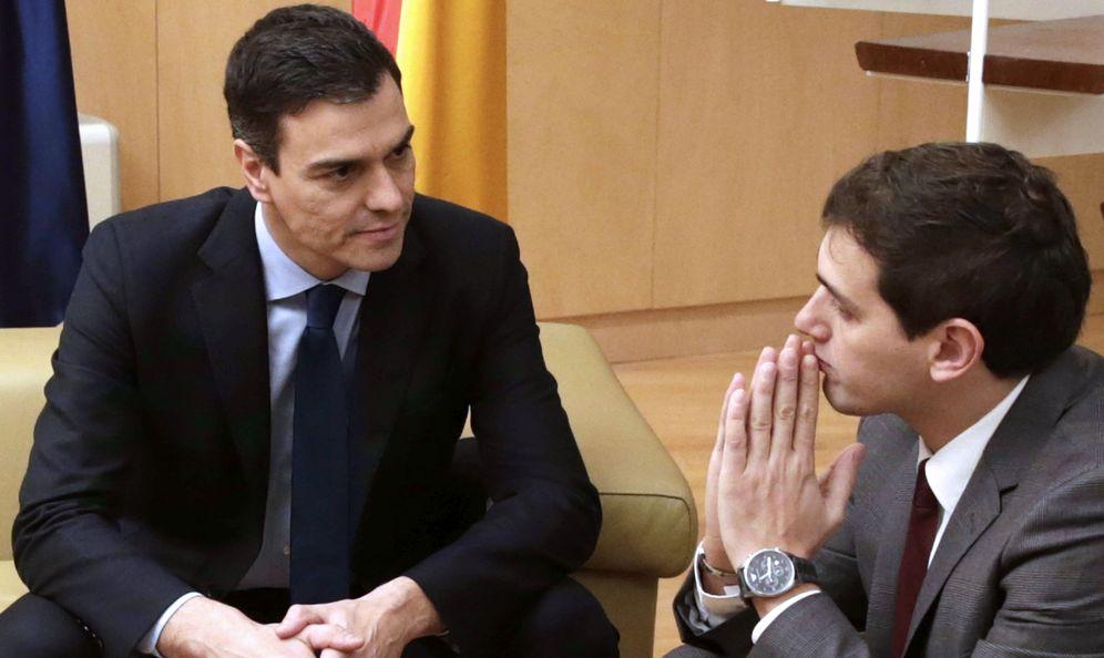 Foto: Pedro Sánchez y el presidente de Ciudadanos, Albert Rivera, durante su reunión en el Congreso el pasado 4 de febrero. (EFE)