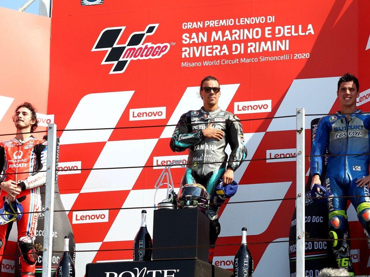 Foto: El podio de Misano, con Morbidelli como vencedor y Joan Mir en el tercer puesto. (EFE)