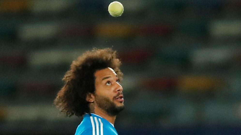 Foto: Marcelo juega con una pelota de tenis en un entrenamiento. (EFE)