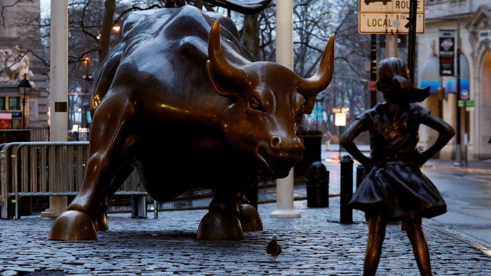 Foto: 'El toro de Wall Street' contra 'La niña sin miedo'. (Reuters)