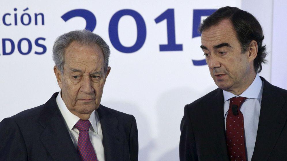 Foto: Juan Miguel Villar Mir, junto con su hijo Juan Villar Mir. (Reuters)