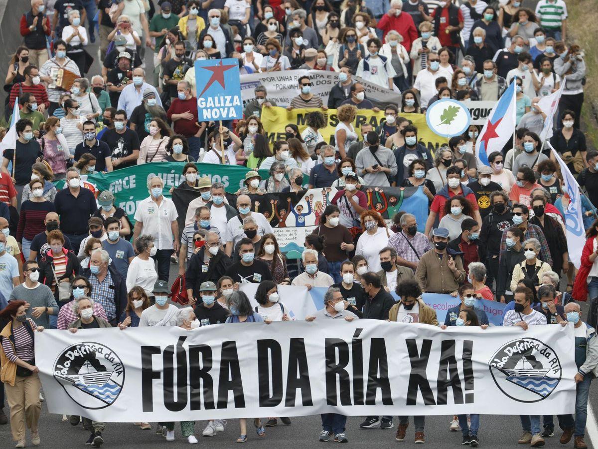 Foto: Manifestación contra la presencia de Ence en la ría de Pontevedra. (EFE)