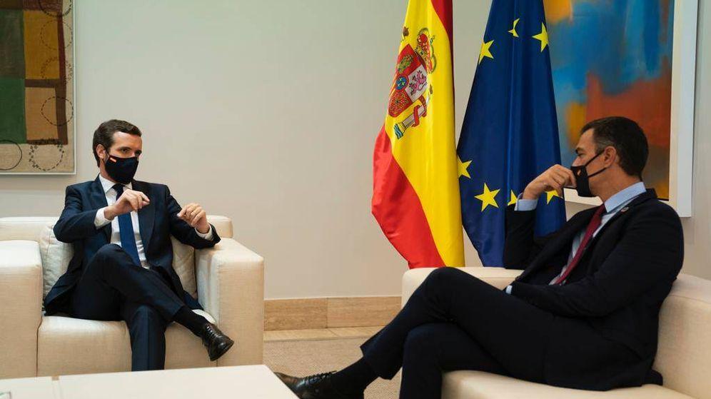 Foto: Pablo Casado junto al presidente del Gobierno durante su reunión en Moncloa la semana pasada.