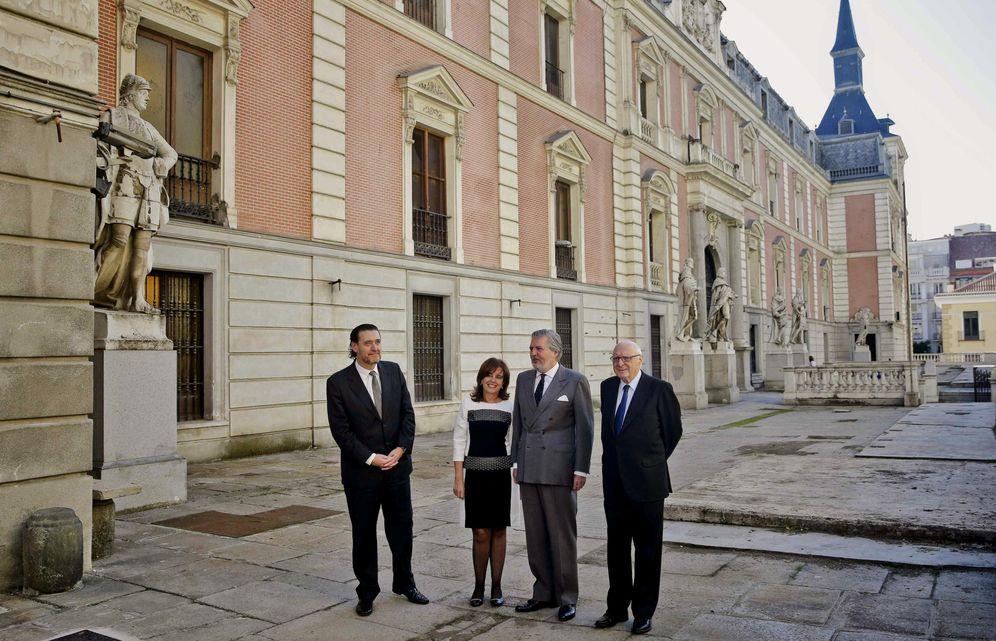 Foto: El ministro de Cultura, la subsecretaria de Hacienda y el director y el presidente del Museo del Prado tras la firma (Efe)