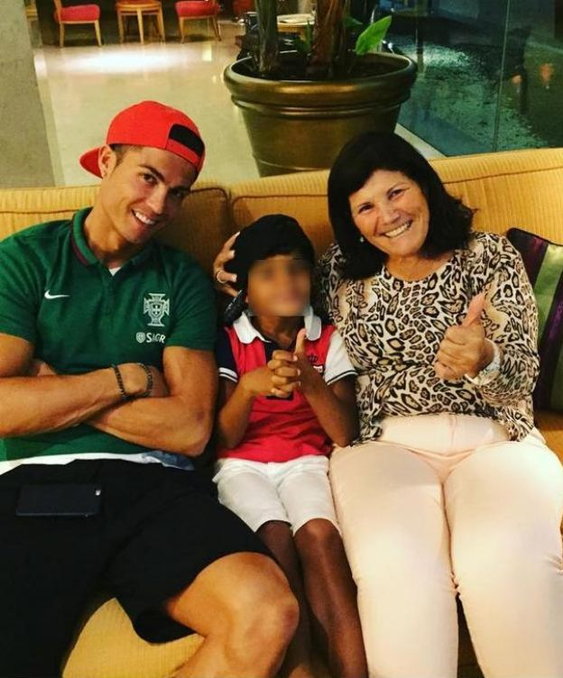 Foto: Cristiano Ronaldo junto a su madre y su hijo (Instagram)