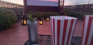 Post de Los hoteles de Barcelona se reinventan: cine en la azotea, camas balinesas, magia y tapas