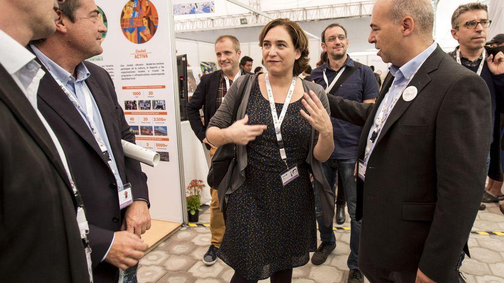Foto: La alcaldesa de Barcelona, Ada Colau (c), visita la sede de la Conferencia Hábitat III de la ONU en Quito. (EFE)