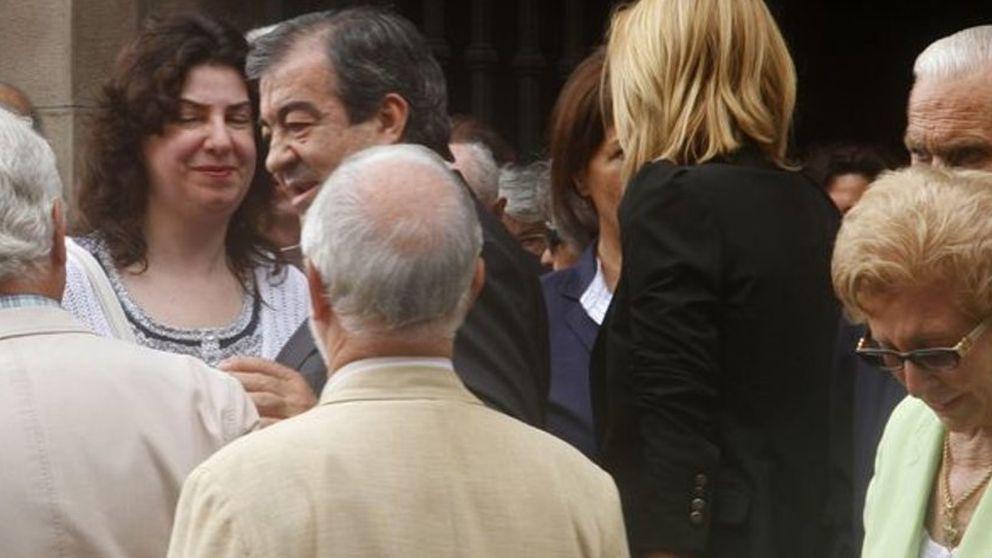 María Porto arropa a Cascos en el funeral de su madre