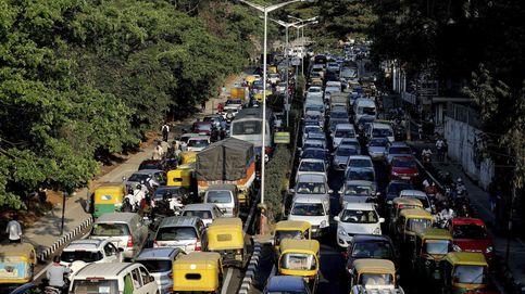 La última idea para no usar el claxon en el coche: 'multarte' con semáforos eternos