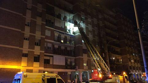 Tres jóvenes con heridas graves por una explosión en una vivienda de Sevilla