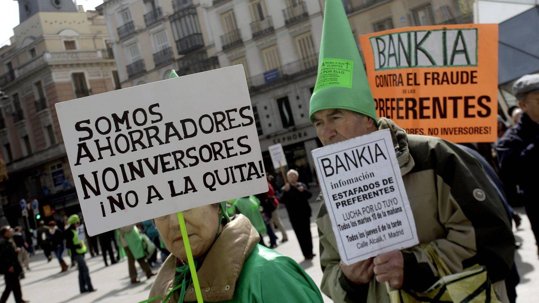 Foto: Concentración de afectados por las participaciones preferentes de Bankia. (EFE)