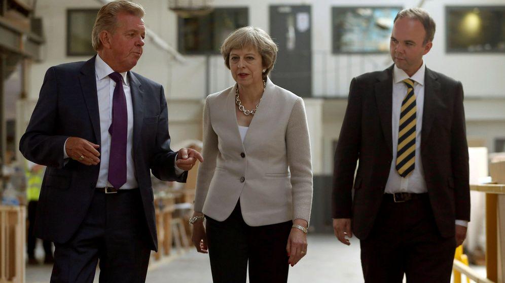 Foto: Gavin Barwell (dcha.) junto a Theresa May. (Reuters)