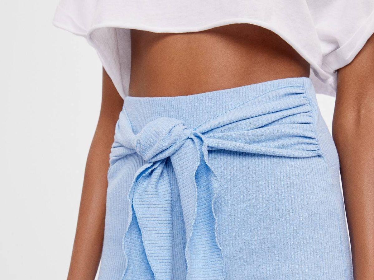 Foto: Este pantalón flare de Bershka hace tipazo. (Cortesía)