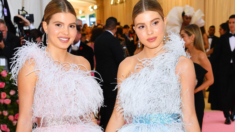 Las gemelas Iglesias, en la alfombra rosa. (Getty)