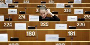 Los eurodiputados españoles siguen volando en clase 'business' para trayectos de dos horas