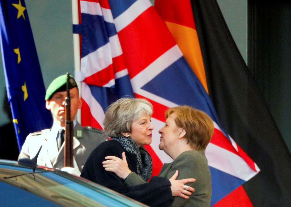 Foto: Theresa May a su llegada a Berlín para reunirse con Angela Merkel. (Reuters)