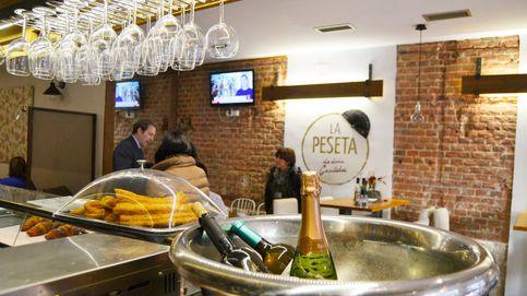 Con agua y sin Viri: encontramos a Rajoy celebrando la victoria en un bar