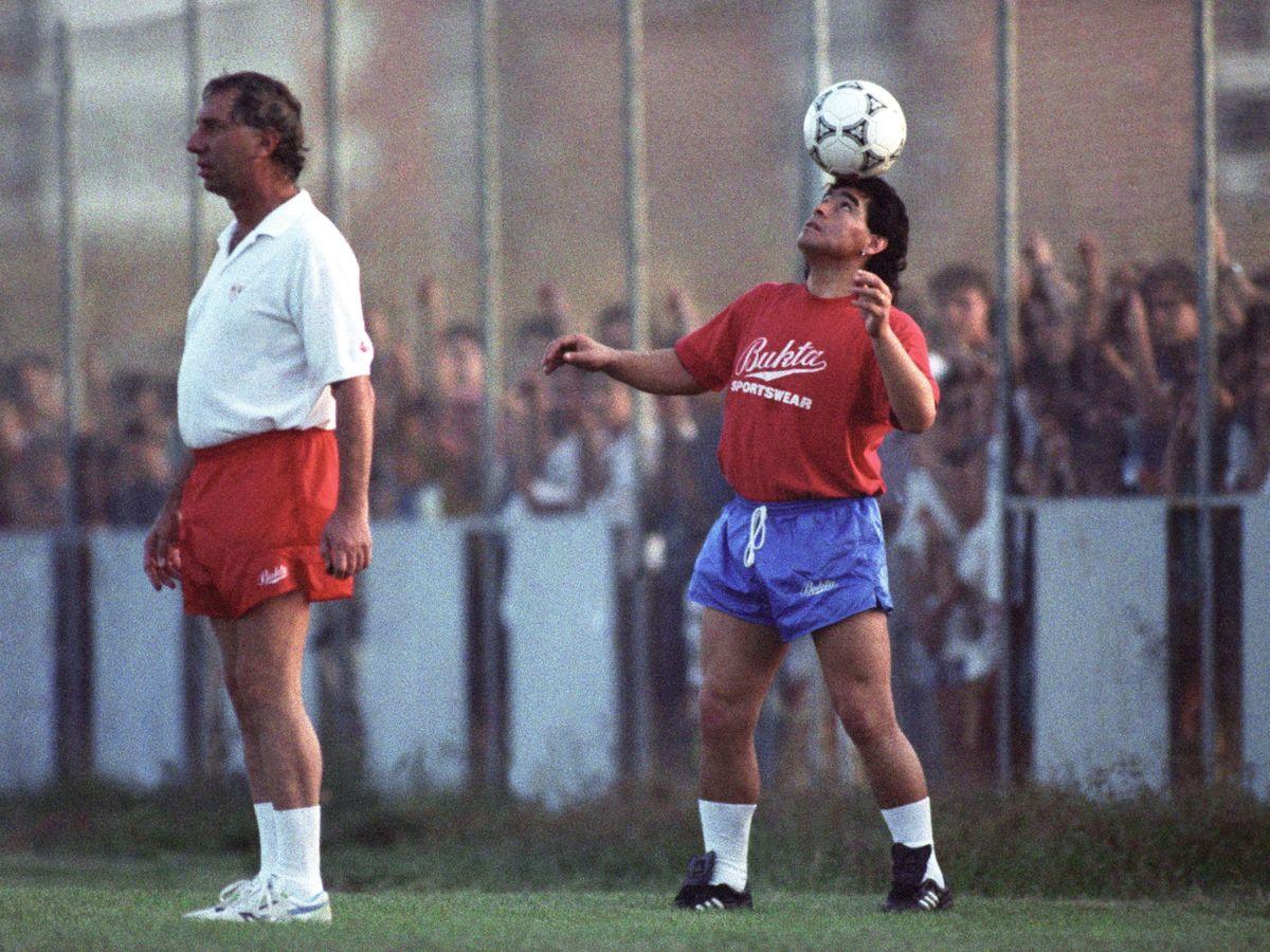 Foto: Maradona, junto a Bilardo en su etapa en Sevilla. (EFE)