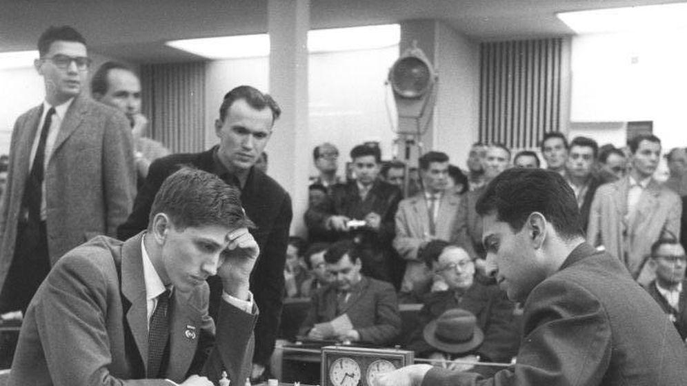 Foto: Bobby Fischer (17 años) y contra el ruso Tal (23) en Leipzig en 1960