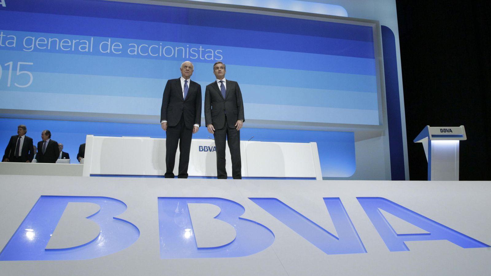 Foto: El presidente de BBVA, Francisco González, junto al consejero delegado Ángel Cano (Efe)