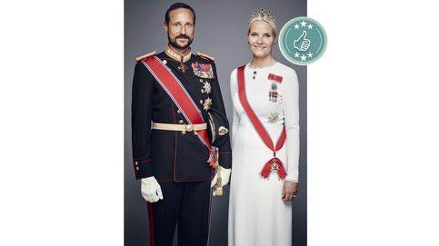 Mette-Marit, Silvia de Suecia... Las mejor y peor vestidas del 25 aniversario en el trono del rey Harald
