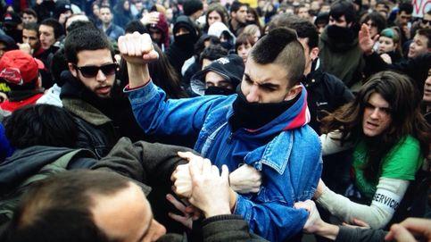 Enfrentamientos con bengalas cierran la manifestación estudiantil