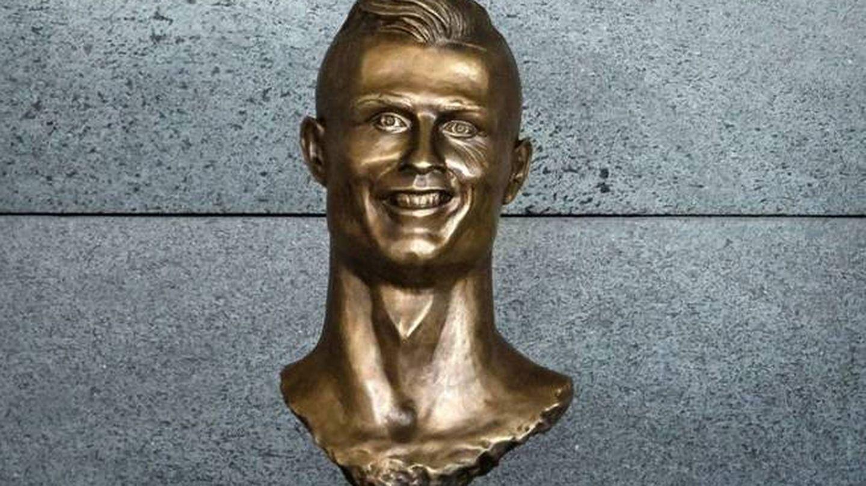 El busto a Cristiano en el aeropuerto de Madeira obra de Emanuel Santos