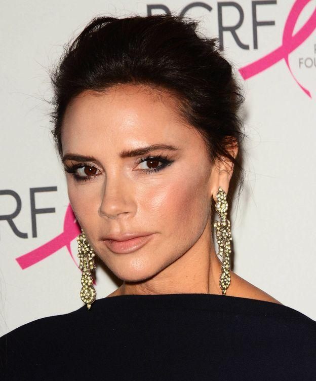 Foto: Victoria Beckham también usa el bálsamo para todo. (Foto: Gtres)