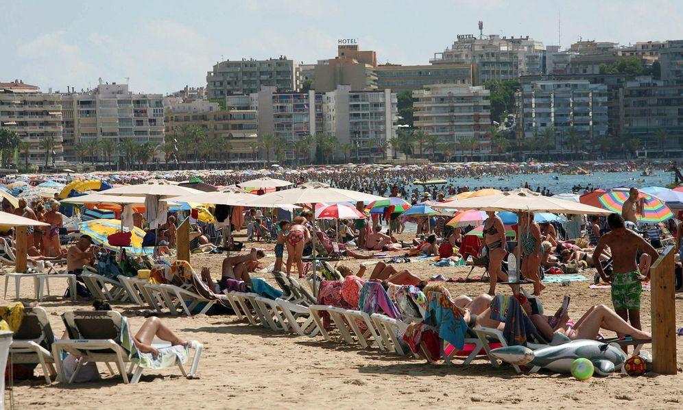 Foto: Imagen de la playa de Levante de Salou (Tarragona) en pleno mes de agosto. (EFE)