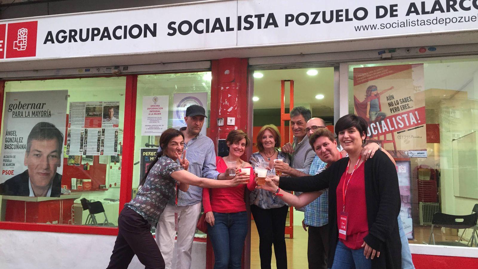 Foto: La agrupación de Pozuelo de Alarcón celebra la victoria de Pedro Sánchez. (EC)