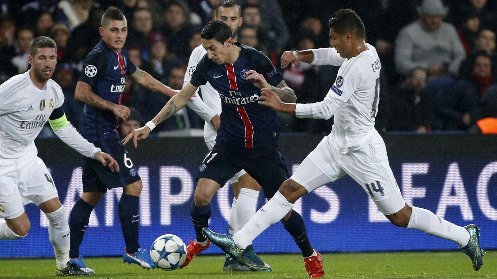 Foto: Casemiro (dcha), y Sergio Ramos (izda), pelean por el balón con Di María (c) durante el partido del grupo A de la Liga de Campeones. (EFE)