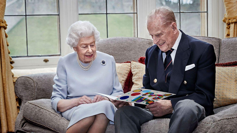 El príncipe Felipe y la reina Isabel, en su 73º aniversario de bodas. (Reuters)