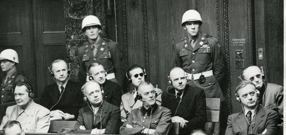 Foto: Goering, Von Ribbentrop, Keitel y Rosenberg (primero por la derecha) en los Juicios de Nuremberg