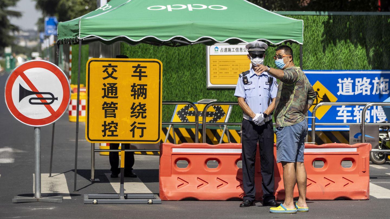 Control en las cercanías del consulado de EEUU en Chengdu (EFE)