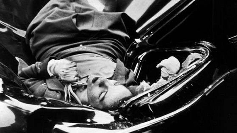 El suicidio de Evelyn McHale fotografiado por Andy Warhol.
