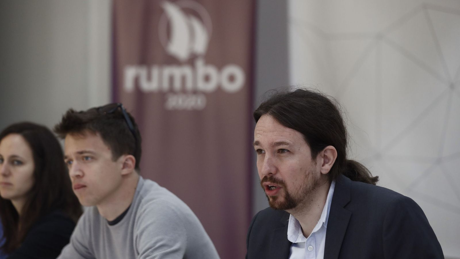 "Foto: Errejón e Iglesias en la reunión de ""Rumbo 2020"". (Emilio Naranjo/Efe)"