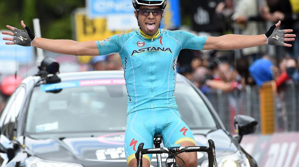 Foto: Mikel Landa celebra la victoria conseguida en la decimosexta etapa del Giro (efe).