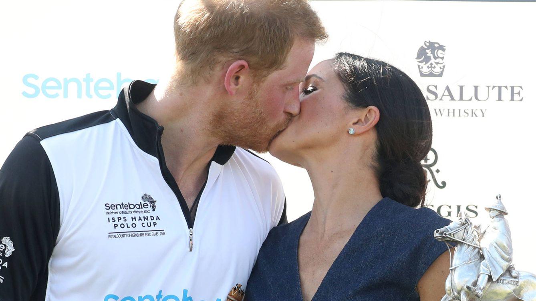 Diana y Carlos ya se dieron el famoso beso en el partido de polo antes que Meghan y Harry