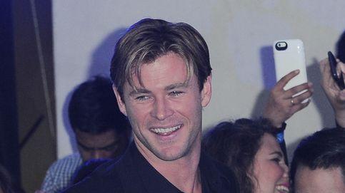 Liam Hemsworth revela que la fama de su hermano Chris salvó a sus padres de la ruina