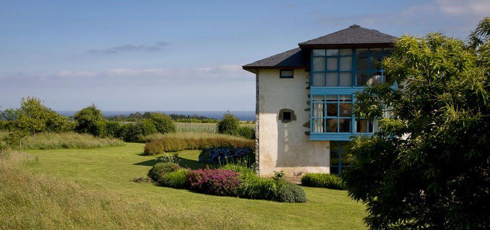 Foto: El Hotel Torre de Villademoros, en Asturias, tiene un jardín inmenso y un horizonte ídem