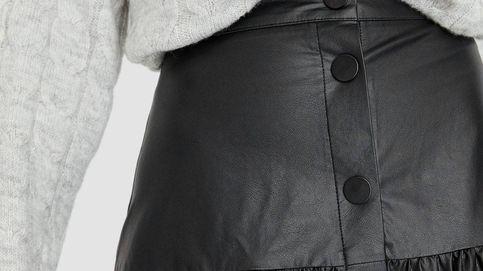 Esta falda midi de Stradivarius es ideal y diferente a todas las que hemos visto
