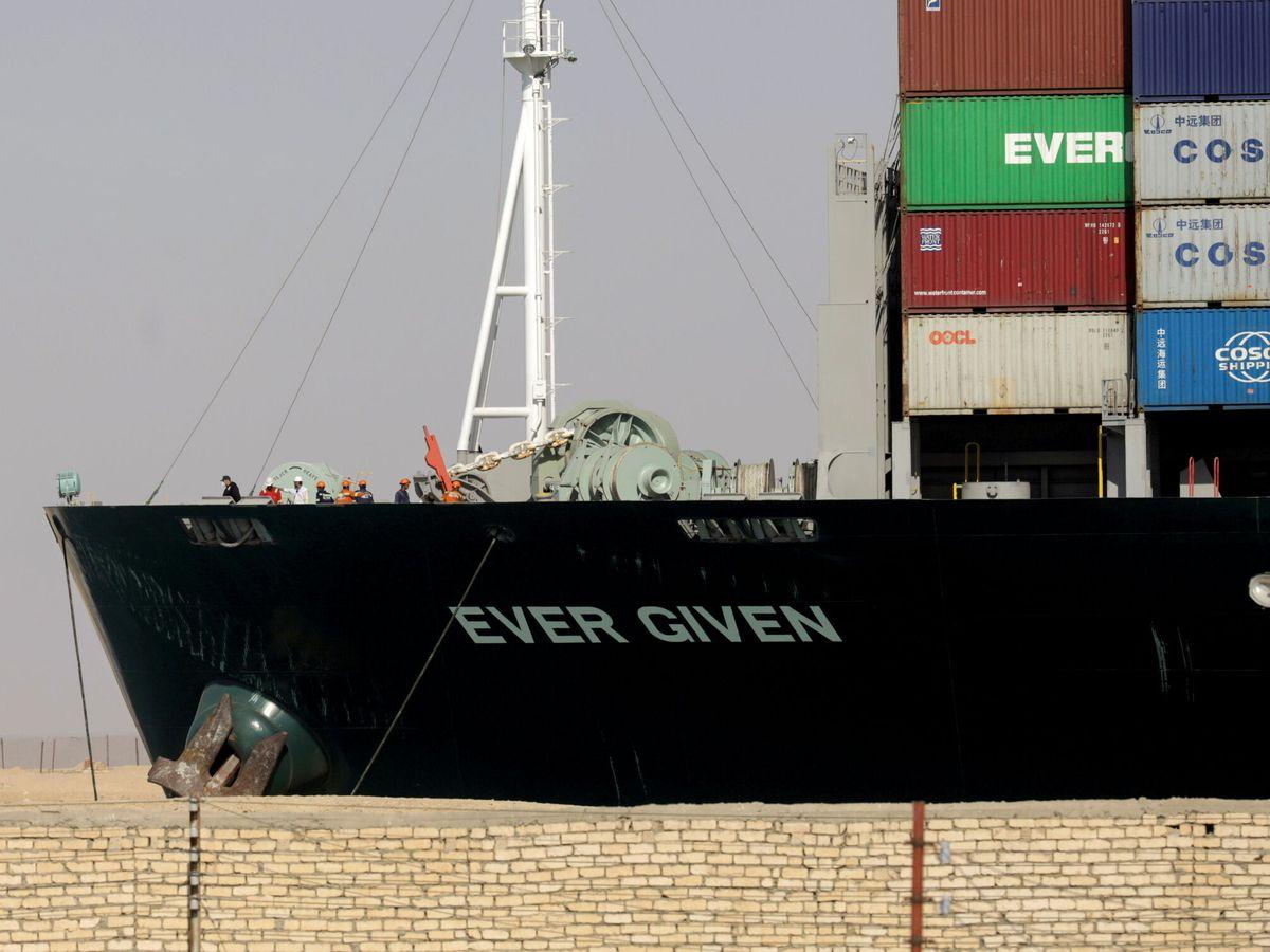 Foto: El buque Ever Given retenido por Egipto en el Canal de Suez. (Reuters)