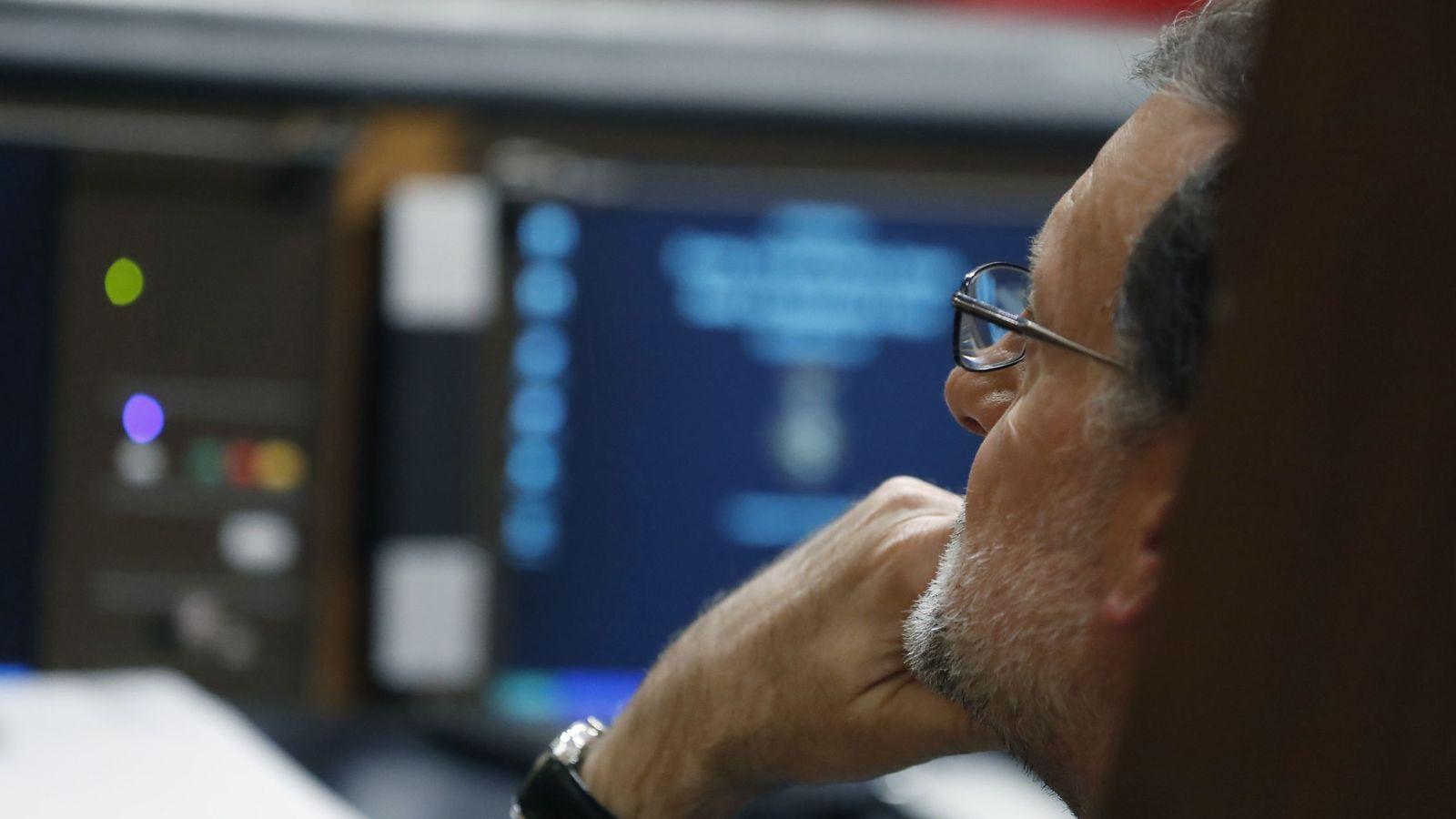 Foto: Rajoy, cómodo durante el debate de investidura (Javier Lizón / Efe)