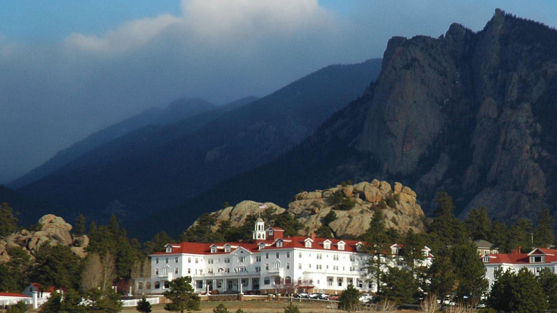 Foto: El hotel Stanley, situado en mitad de las montañas. (paurian/CC)