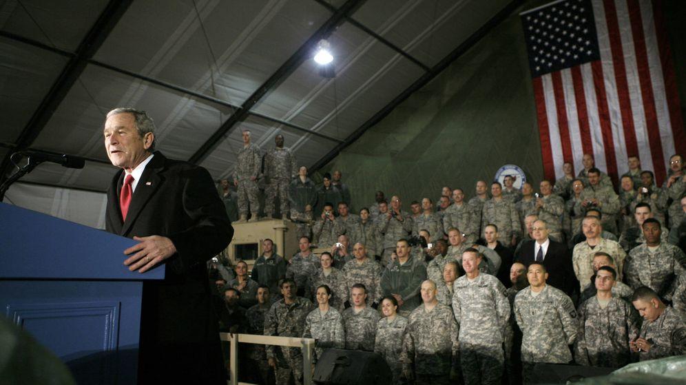Foto: George W. Bush habla a los soldados en Bagram, Afganistán. (Reuters)