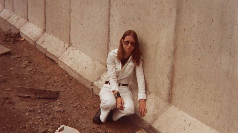 La historia de la mujer que se enamoró del Muro de Berlín y decidió casarse con él
